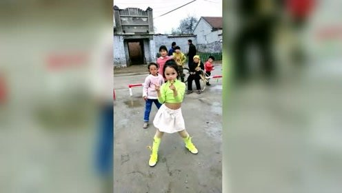 我们村的舞界扛把子,小小年纪就学什么舞都快,这段舞蹈五分钟就轻松掌握!