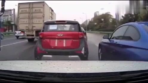 宝马女司机强行加塞,视频车坚决不让,下一秒直接路怒症爆发