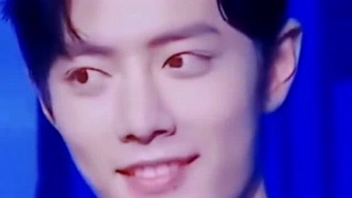 肖战考古视频,战哥这双灵动的眼睛转来转去太可爱了,不愧是有趣的灵魂