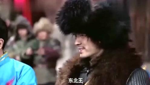 林海雪原:共军突袭杨子荣亮身份,座山雕边撤退边盯着他,这是什么神仙操作