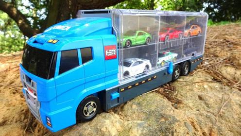 大卡车室外寻找12辆小汽车玩具