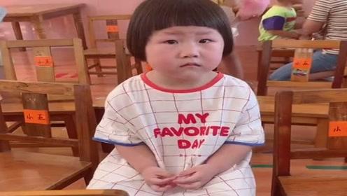 闺女第一天去幼儿园,老师发来了这个视频,看她的样子我好心疼