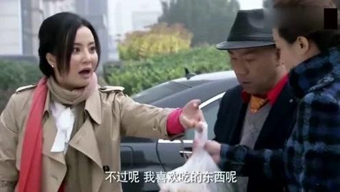 憨妻:同事们看不起村姑,没想她老公开豪车来送包子,同事们看愣