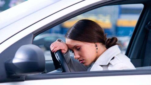在门窗紧闭的车内睡觉,会不会有窒息死亡的危险?