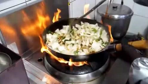 韩国街头美食,最正宗的韩式炸酱面的炸酱制作全过程