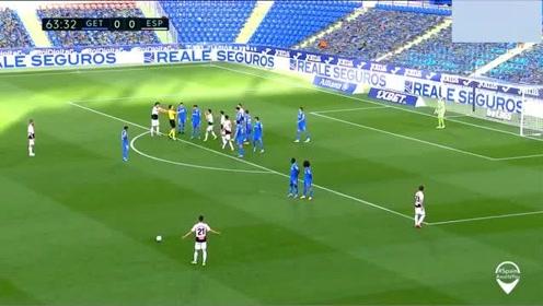 这也能行武磊前插被对手拉倒遭西甲裁判直接无视,是否该判点球