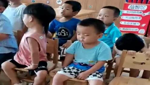 萌娃开学第一天,老师发来这段视频,爸爸看后笑喷了!