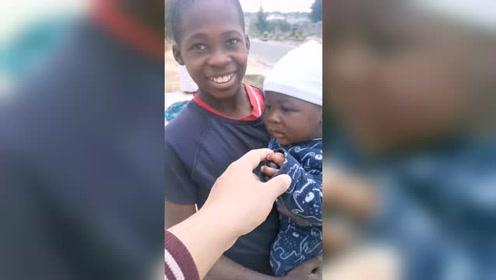 实在太可爱了,非洲的小朋友,笑起来的样子真