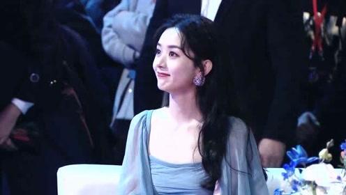 2020星光大赏:赵丽颖获得年度影响力艺人,杨幂在台下鼓掌