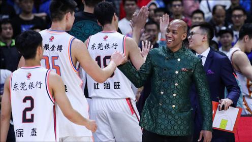 马布里的高情商:与北京首钢分道扬镳,和杜锋拥抱尽显执教智慧