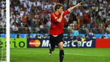 經典回顧歐洲杯決賽,德國西班牙巔峰對決,托雷斯一劍封喉!