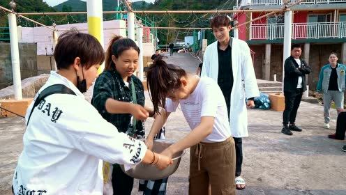 Behind the scenes: The secret behind picking up Tonghao in the water|Forget You Remember Love
