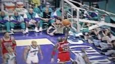 乔丹这假动作晃晕对手,直接上篮