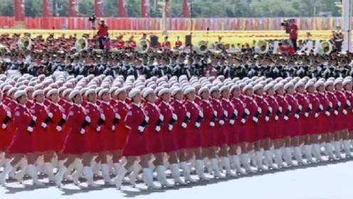 中国的阅兵,到底震撼到什么程度?老外看完惊叹:简直就是机器!