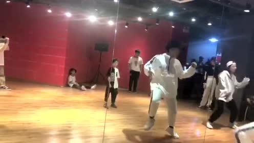 DP街舞馆,街舞培训学习课堂瞬间!
