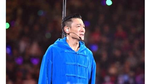 刘德华严重失声,泪流满面宣布演唱会中途腰斩,将退票给观众图片