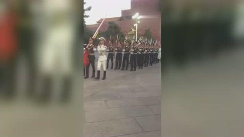 偶遇国旗护卫队,刷刷的脚步声太悦耳,是我听