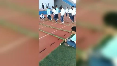 体育课上,这是什么操作,节奏感还挺强的