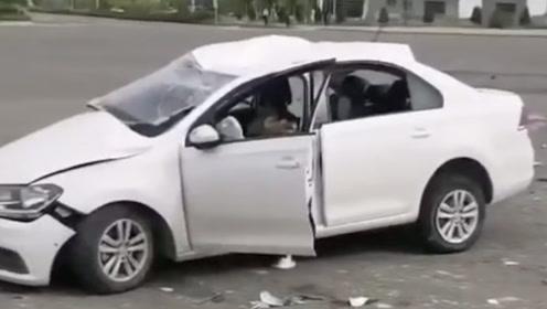 駕校教練開車遇車禍致兩學員身亡 家屬發文質疑