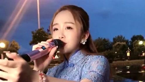 美女嗓音甜美,一开口唱歌,把人给听醉了!