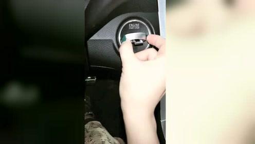 女司机借来豪车开,连钥匙都拨不出来,原来是