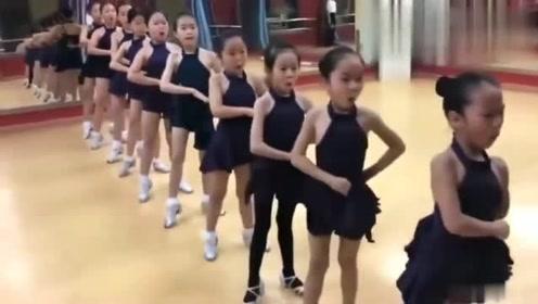 第一次听原来拉丁舞还要教表情的,老师,这样合格吗