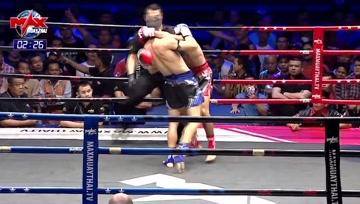 泰拳比赛,这位欧洲选手真狠啊,朝一个腹部地方打,出拳快如闪电难以捕捉!