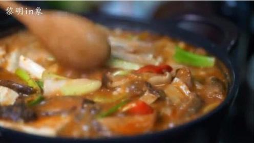 """韩国美食:""""肥牛大酱汤""""是一道经常出现在韩剧中的美食"""