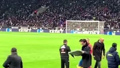 现场实拍西甲武磊换上场西班牙球迷反应冷淡,单刀攻破巴萨球门让全场沸腾!