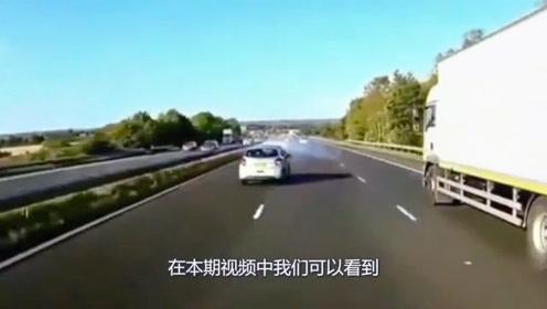 高速两辆小车发生车祸,都以为视频车刹不住,下一秒全车人拍手叫好