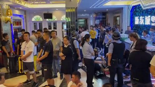 """代号""""开心行动""""! 凌晨2点钦北警方突袭娱乐场所带走200人"""