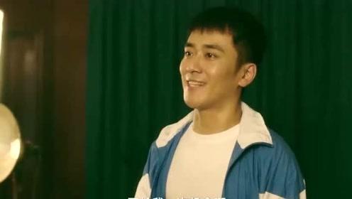 体育老师喜欢语文老师,在体育课上他急于表现自己,希望引起注意!