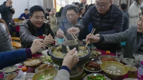 四川农家乐火锅,这家20多年的老店,靠着一锅土火锅,吸引无数吃货