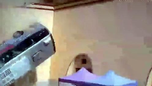 大巴车下坡拐弯翻入民宅,13人受伤15人留院,惊险瞬间曝光