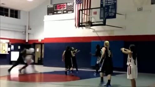 美国五年级女生这样打篮球CBA球员看到后无地自容