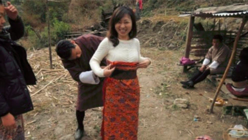 尼泊尔的一妻多夫家庭,丈夫晚上轮流换班,镜头记录尴尬过程