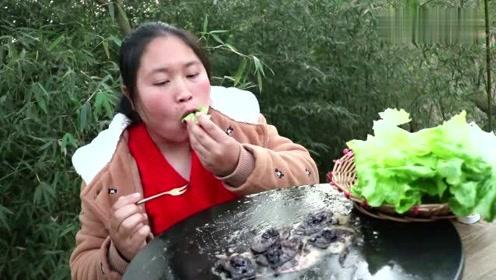 150元1斤的法国鹅肝,胖妹一次煎8块,顶级食材吃起来就是过瘾