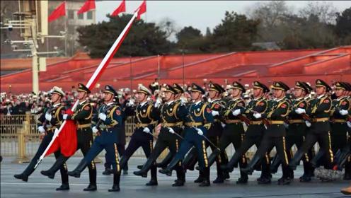 2021年1月1日元旦清晨,北京天安门升旗仪式,群众纷纷落泪