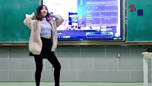 以为物理老师不会跳舞,就放了《极乐净土》!音乐一响,全班都不想下课了!