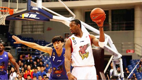 当N*A巨星来到C*A:麦迪首站就轰动中国篮坛,差距不是一星半点!