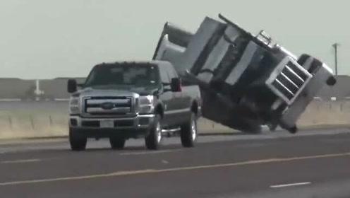 被风吹翻的大货车,要不是视频拍下,这一切谁信!