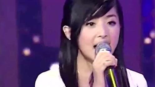 张含韵的封神之作,她凭借此歌火遍华语乐坛,如今却被人吐槽土气十足!
