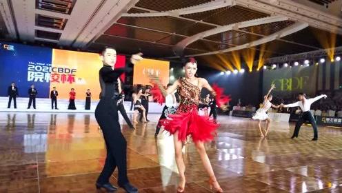 墨茉组合比赛精彩瞬间,动感热辣的拉丁舞,两小只太有范了