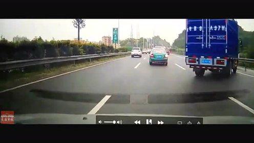 中國最新交通事故車禍集錦:嚇尿了  高速突遇大貨車失控!