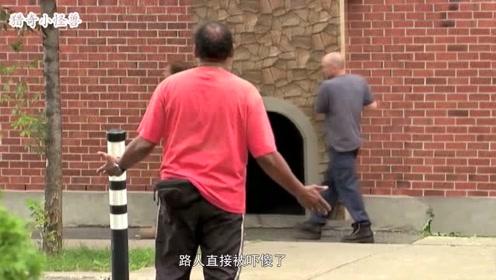 爆笑恶搞:街头路人帮忙看小孩,妈妈回来发现