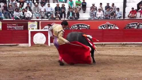 极限挑战疯狂斗牛 狂甩红布的斗牛士,全程耍得公牛团团转 腾讯OM视频 腾讯网