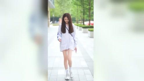 18歲的高中生小姐姐,出門怎么不穿褲子,一看就是沒有男朋友!