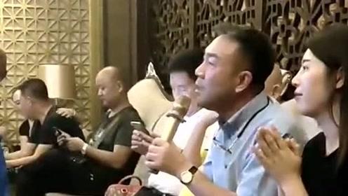 相声演员杨议演唱经典老歌,没想到歌声这么好