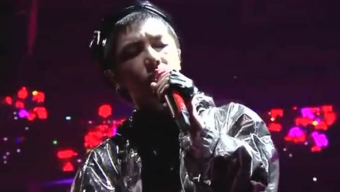 华晨宇唱《烟火里的尘埃》,音乐才子魅力四射