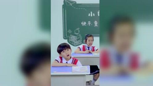 爆笑视频:老师强迫症又犯了。
